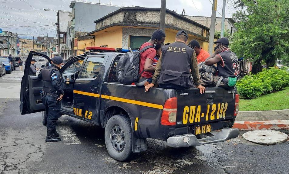 PNC localiza a 41 migrantes de Brasil, Haití y Chile en la zona 6 de la capital