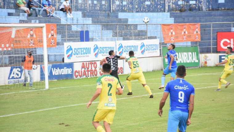 Santa Lucía Cotzumalguapa logró remontarle el partido a la Nueva Concepción. Ganaron 2-1 y siguen en los primeros lugares. Foto cortesía Santa Lucía Cotz.