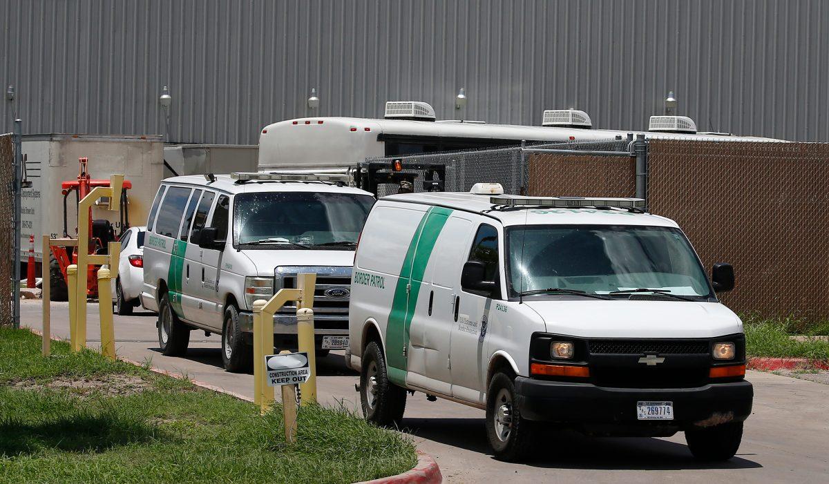 ICE asumirá casos de migrantes por la saturación en centros fronterizos de EE. UU.