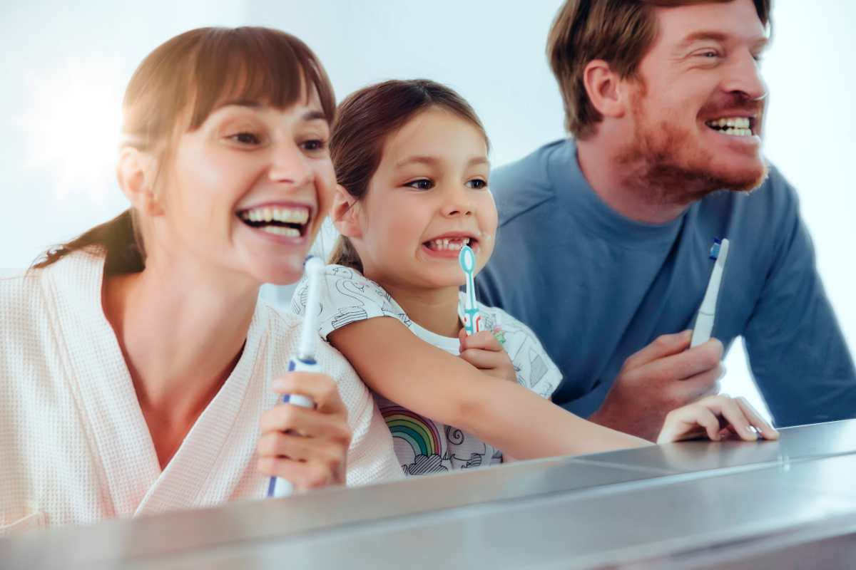 Cómo enseñarles a los niños buenos hábitos para cuidar los dientes