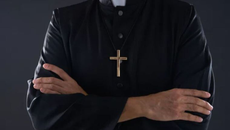 Un obispo de Brasil renuncia tras filtración de vídeo íntimo en las redes que muestra al religioso semidesnudo