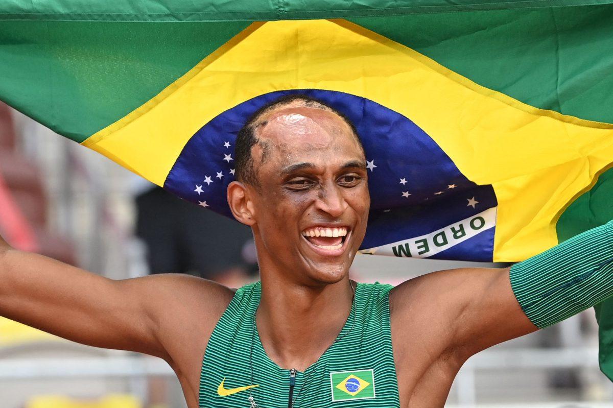 La increíble historia de Alison Dos Santos, el atleta brasileño que sufrió un accidente cuando era niño y ahora es medallista olímpico