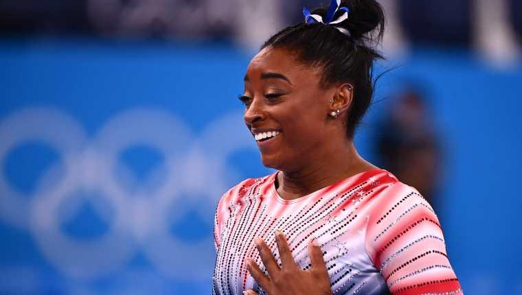 La estadounidense Simone Biles compitió nuevamente en Tokio 2020 y ganó una medalla de bronce. Foto Prensa Libre: AFP.