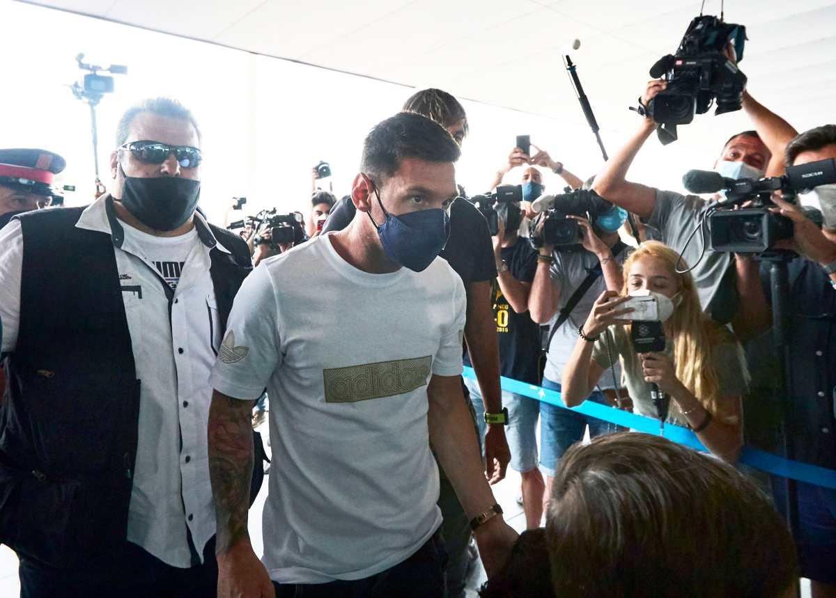 Messi deja Barcelona en un vuelo privado hacia París: todo estaría listo para firmar con el PSG