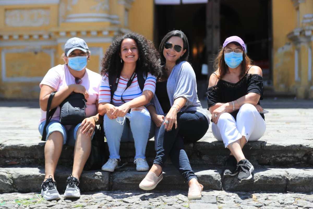 Salvadoreños activan (de manera temporal) turismo en Antigua Guatemala