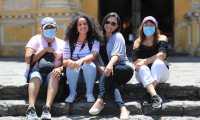 En Antigua Guatemala se pudo observar a grupos familiares de El Salvador quienes llegaron de vacaciones. (Foto Prensa Libre: Byron García)