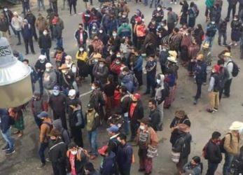 Manifestación en Cuatro Caminos, Totonicapán. (Foto Prensa Libre: Tomada de Knal 4 Quiché)