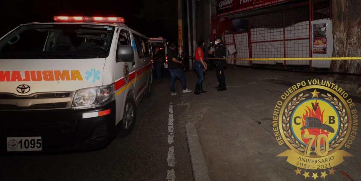 Balacera en un negocio de la calzada Atanasio Tzul deja dos hombres muertos y uno herido