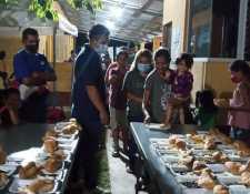 Migrantes deportados reciben atención en la Casa del Migrante Belén, único lugar (no gubernamental) en El Ceibo, Petén, donde reciben alguna asistencia. (Foto: Casa del Migrante Belén)