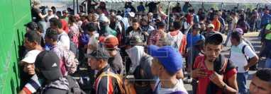 Unos 125 mil migrantes permanecen en Tapachula a la espera de que se solucione su situación migratoria pues buscan una mejor vida en Estados Unidos. (Foto Prensa Libre: EFE)