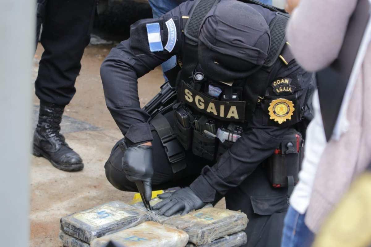 Incautan 245 paquetes de cocaína y capturan a dos hombres en San José Pinula