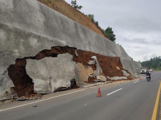 Conred reporta derrumbe en el libramiento de Chimaltenango y daños por lluvias en otros departamentos