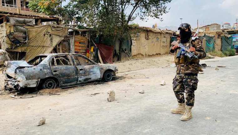 Altos mandos revelaron que las vidas de varios estadounidenses fueron confiadas a talibanes, que los escoltaron hasta el aeropuerto de Kabul. (Foto Prensa Libre: EFE)