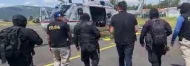 Extraditable capturado en Huehuetenango, es trasladado en helicóptero hacia la Torre de Tribunales de la capital. (Foto Prensa Libre: PNC)
