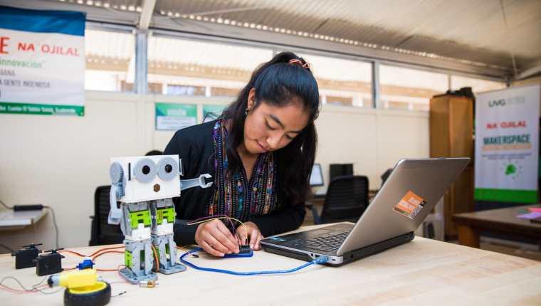 Agexport participará en priorizar propuesta de sus 26 sectores mientras UVG fortalecerá sus centros de innovación e investigación en tres campus. (Foto, Prensa Libre: Agexport).