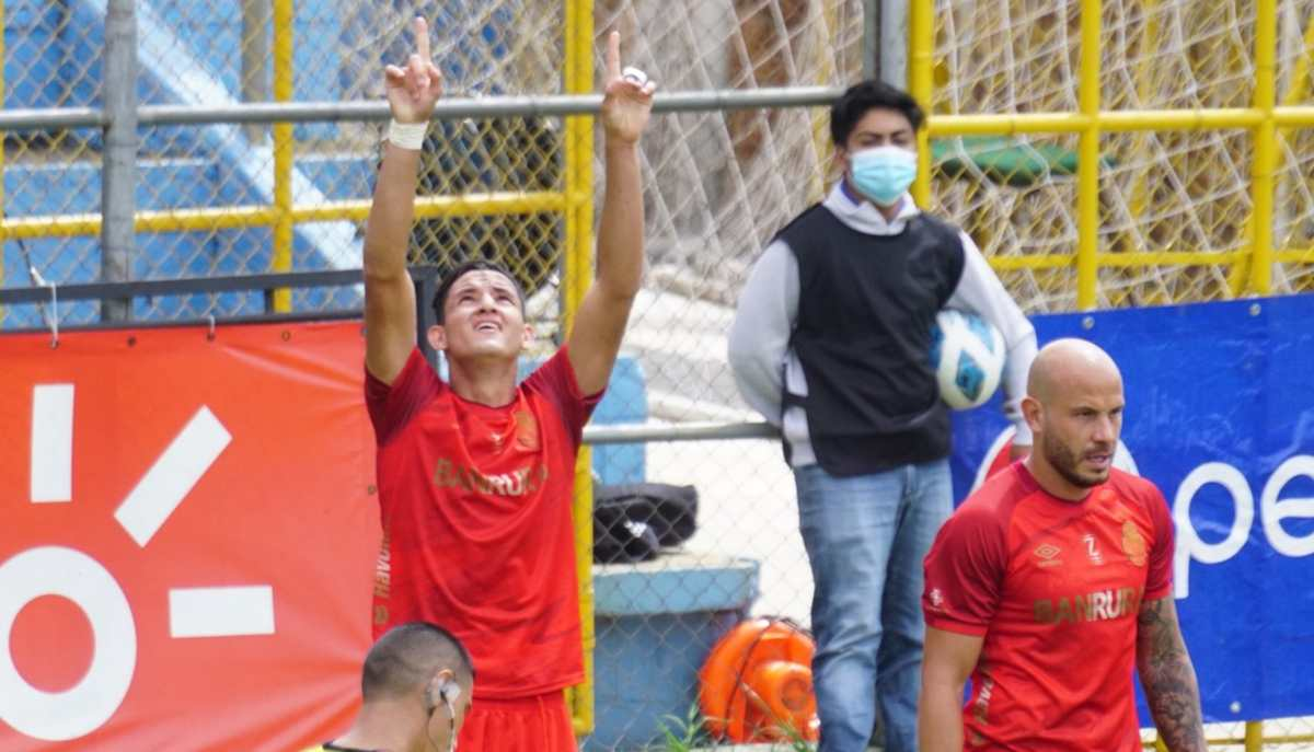 Municipal golea a Malacateco 4-0; José Carlos Martínez marca un doblete