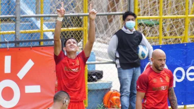 José Carlos Martínez, de Municipal, celebra uno de los dos goles que marcó este miércoles 11 de agosto ante Malacateco en el partido por la tercera fecha del torneo Apertura 2021. Foto cortesía Andrés ADF