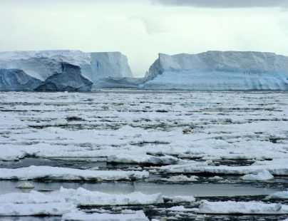 """IMÁGENES: Ola de calor provoca deshielo """"masivo"""" y récord de temperatura en Groenlandia"""
