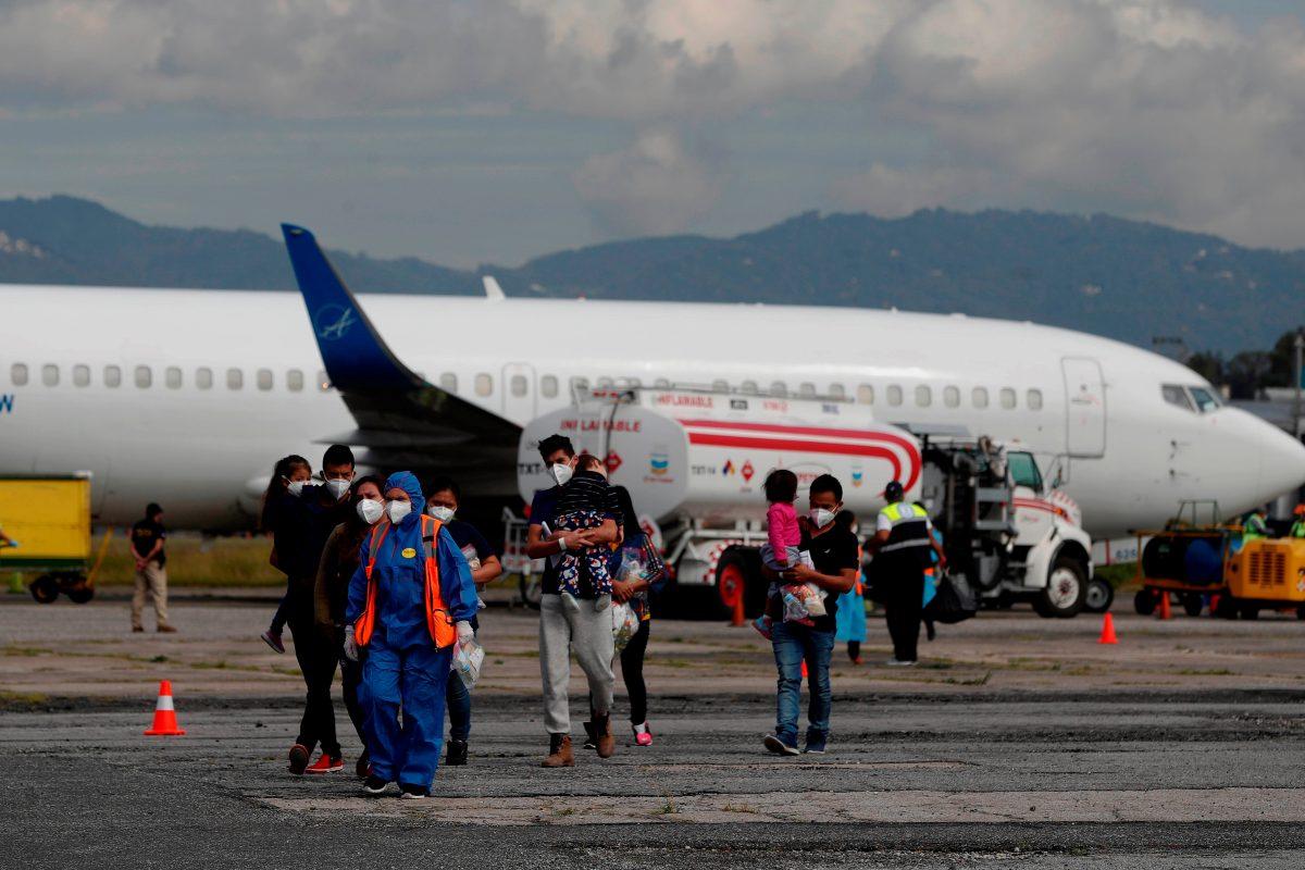 EE. UU. expulsa en cinco días a 44 familias migrantes de Guatemala como parte del sistema de expulsiones aceleradas