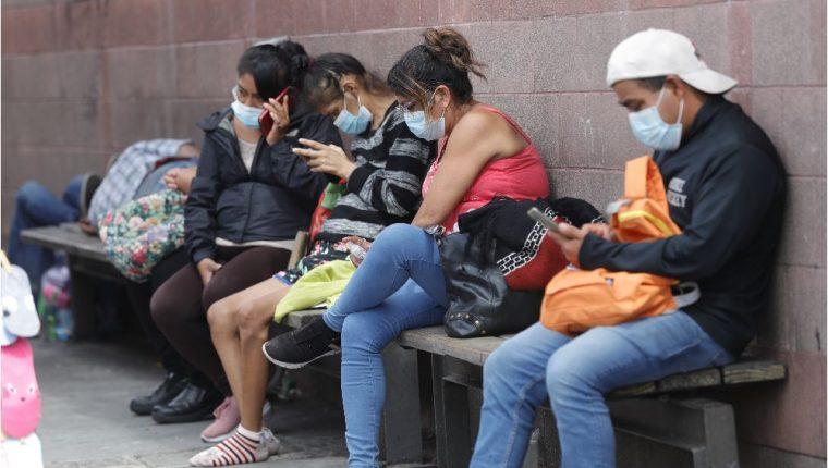 Según un informe presentado por el Ministerio de Salud se destacó que desde el primer caso de coronavirus, detectado el 13 de marzo de 2020, a la fecha se han registrado 403 mil 348 casos acumulados. (Foto Prensa Libre: Esbin García)
