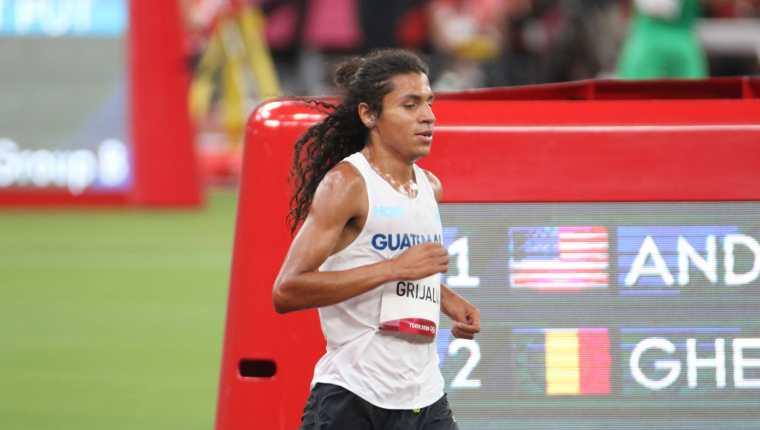 Luis Grijalva terminó décimo en la segunda serie de clasificación de los 5,000 metros, con tiempo de 13:34.11 minutos. Foto Comité Olímpico Guatemalteco.