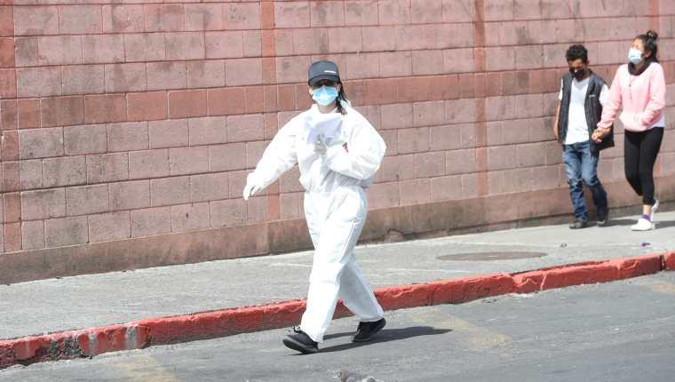 Médicos de Hospital San Juan de Dios le pide a la población de que se cuiden de la pandemia del coronaravirus. (Prensa Libre: Erick Avila)