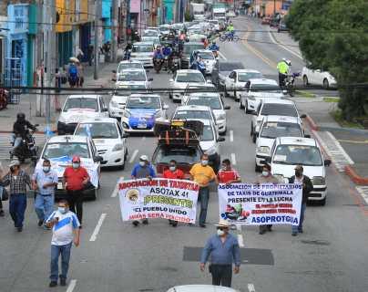 Víctimas de accidentes de tránsito le piden a Giammattei que deje sin efecto la prórroga para que transportistas adquieran el seguro obligatorio