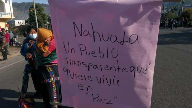 Pobladores de Nahualá en bloqueo en la ruta Interamericana para pedir cese del conflicto territorial. (Foto Prensa Libre: Tomada de @Totovisiontoto)