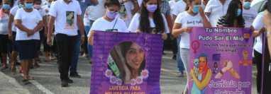 Pobladores de Zacapa acompañan el sepelio de Melissa Palacios, cuyo cadáver fue hallado en julio último con señales de violencia. (Foto HemerotecaPL)