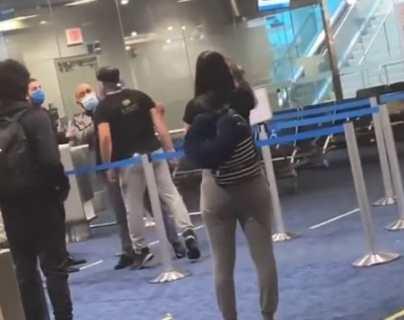 Graban la violenta reacción de un hombre cuando le exigieron que usara mascarilla en el Aeropuerto de Miami