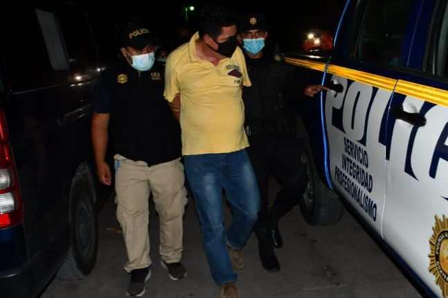 Fue capturado por posesión de material pornográfico de menores de edad y posesión para el consumo. Foto Prensa Libre: PNC.