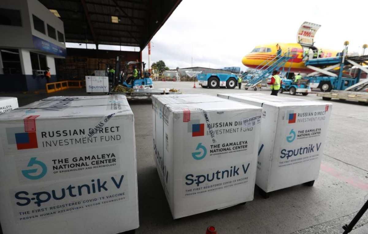 Guatemala recibirá 100 mil dosis de segundo componente de Sputnik V ante lenta vacunación de segunda dosis (ha aplicado 46 mil en mes y medio)