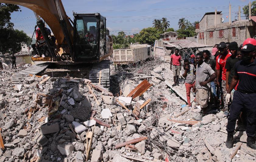 """""""Es por gracia de Dios y también gracias a mi teléfono que estoy vivo"""":  sobrevivientes narran la tragedia del terremoto en Haití"""