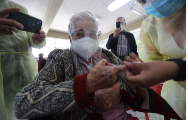 Guatemala registra lento avance en vacunación de personas mayores de 70 años. (Foto Prensa Libre: Hemeroteca PL)
