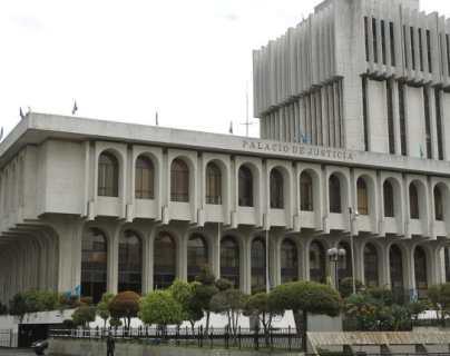 Magistrados de la CSJ revalidan su continuidad en el cargo cuando se cumplen dos años de que Guatemala no renueva cortes