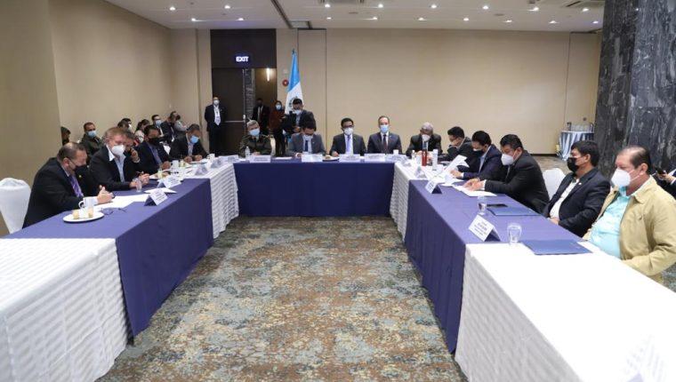 La Comisión de Finanzas estableció una mesa de diálogo con los veteranos de guerra para analizar la iniciativa de ley. Fotografía: Congreso.