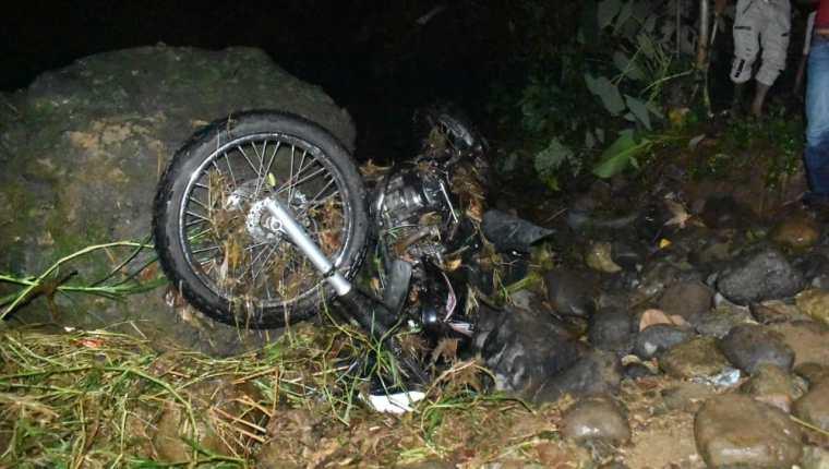 Hasta el momento solo se ha localizado la moto en que se transportaba el educador. (Foto Prensa Libre: Cristian Cass)