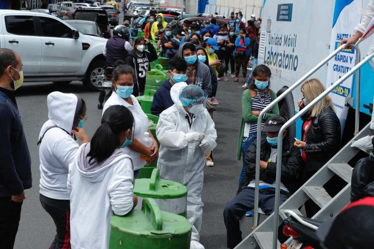 Guatemala vuelve a registrar casi cinco mil casos nuevos de coronavirus y los activos rondan los 55 mil en un mes crítico