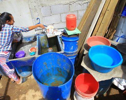 Uno de los resultados estratégicos de desarrollo consiste en incrementar en 10.8 puntos porcentuales el acceso a agua potable domiciliar en los hogares guatemaltecos (Foto Prensa Libre: Hemeroteca PL)