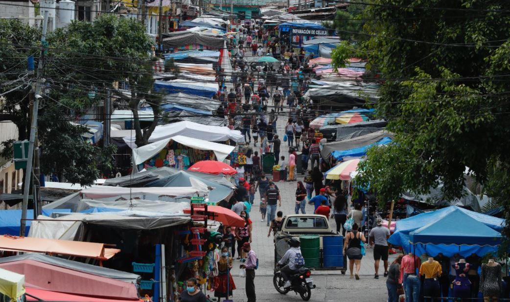 Guatemala registra nuevamente más de 5 mil casos de covid-19 y la tendencia sigue al alza en agosto