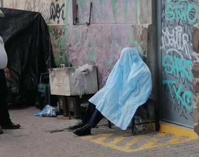 """""""Dijo que se sentía mal"""": fallece adulto mayor en plena acera en la avenida Petapa"""