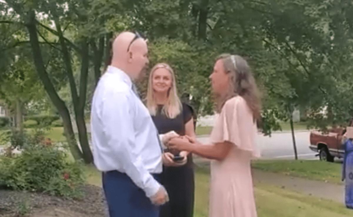 Mujer se casó con el asesino de su hermano (el intercambio de mensajes y las cartas de amor en la cárcel)