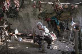 """""""El virus no escoge, vendrá aquí también"""": Panta Petrovic, el hombre que vivió 20 años aislado en una cueva y salió a vacunarse contra el covid-19"""