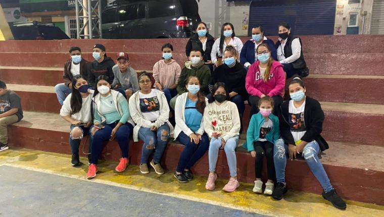 Los vecinos de la Unión, Zacapa se hicieron presentes desde antes de las 05:00 horas para vivir el partido de Kevin Cordón. Prensa Libre (Elmer Vargas)