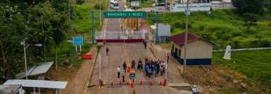 Una vista aérea muestra a los migrantes que llegan a El Ceibo, luego de ser deportados de Estados Unidos y México. (Foto Prensa Libre: AFP)