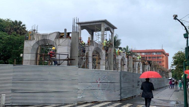"""En una denuncia presentada la MP, señalan que la construcción en el Parque Centenario no tiene criterio """"urbanístico, histórico y arquitectónico"""". (Foto Prensa Libre: cortesía)"""