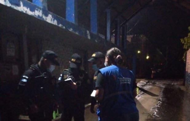"""Pandilleros mantienen como rehenes a 17 guardias en la cárcel """"El Infiernito"""""""