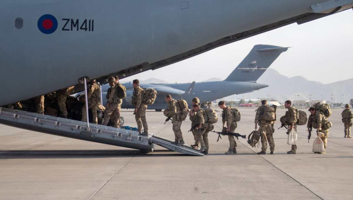 Reino Unido evacuó todas sus tropas de Afganistán pero dejó atrás a cientos de afganos