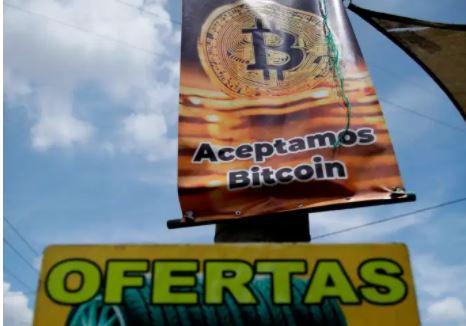 El Salvador se prepara para hacer circular legalmente el bitcóin. (Foto Prensa Libre: EFE)
