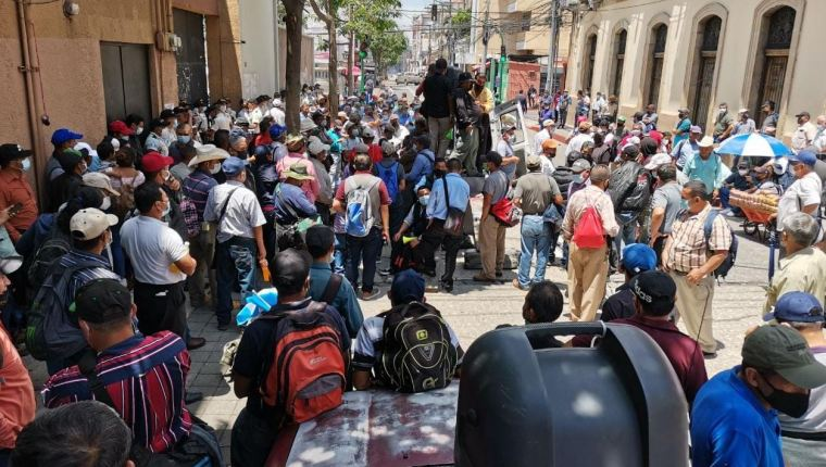 Veteranos militares anuncian bloqueos en Guatemala este martes para exigir aprobación de ley